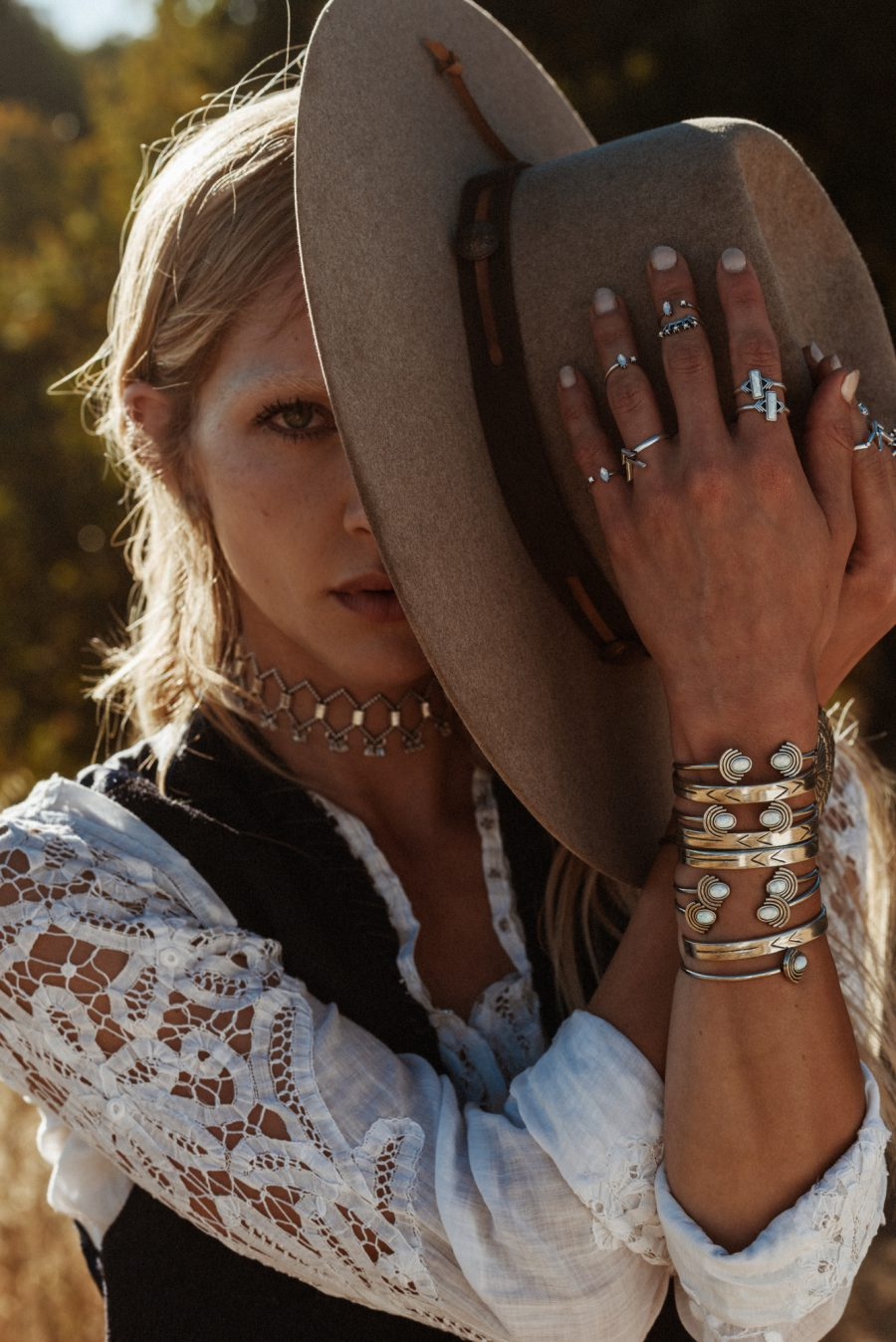 Western & Bohemian Outfits Completed With The 2 Bandits Jewellery For Fall-Winter 2018