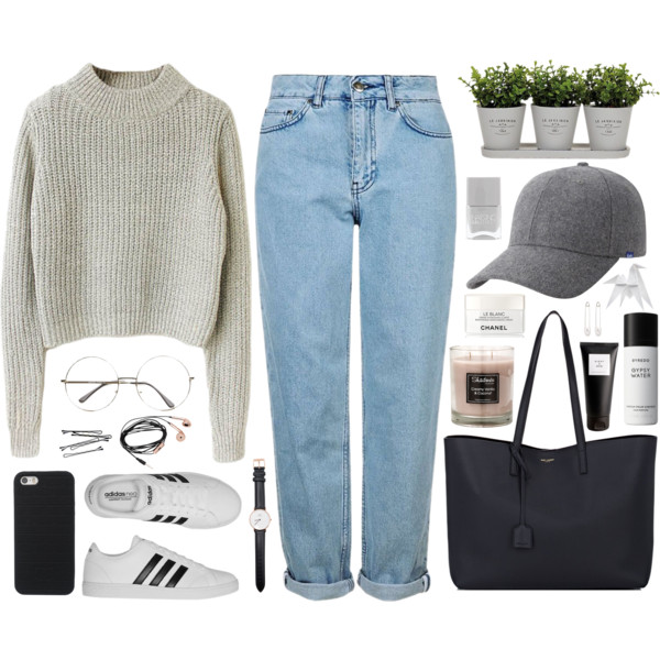 Boyfriend Jeans Outfit Ideas For Women Over 40