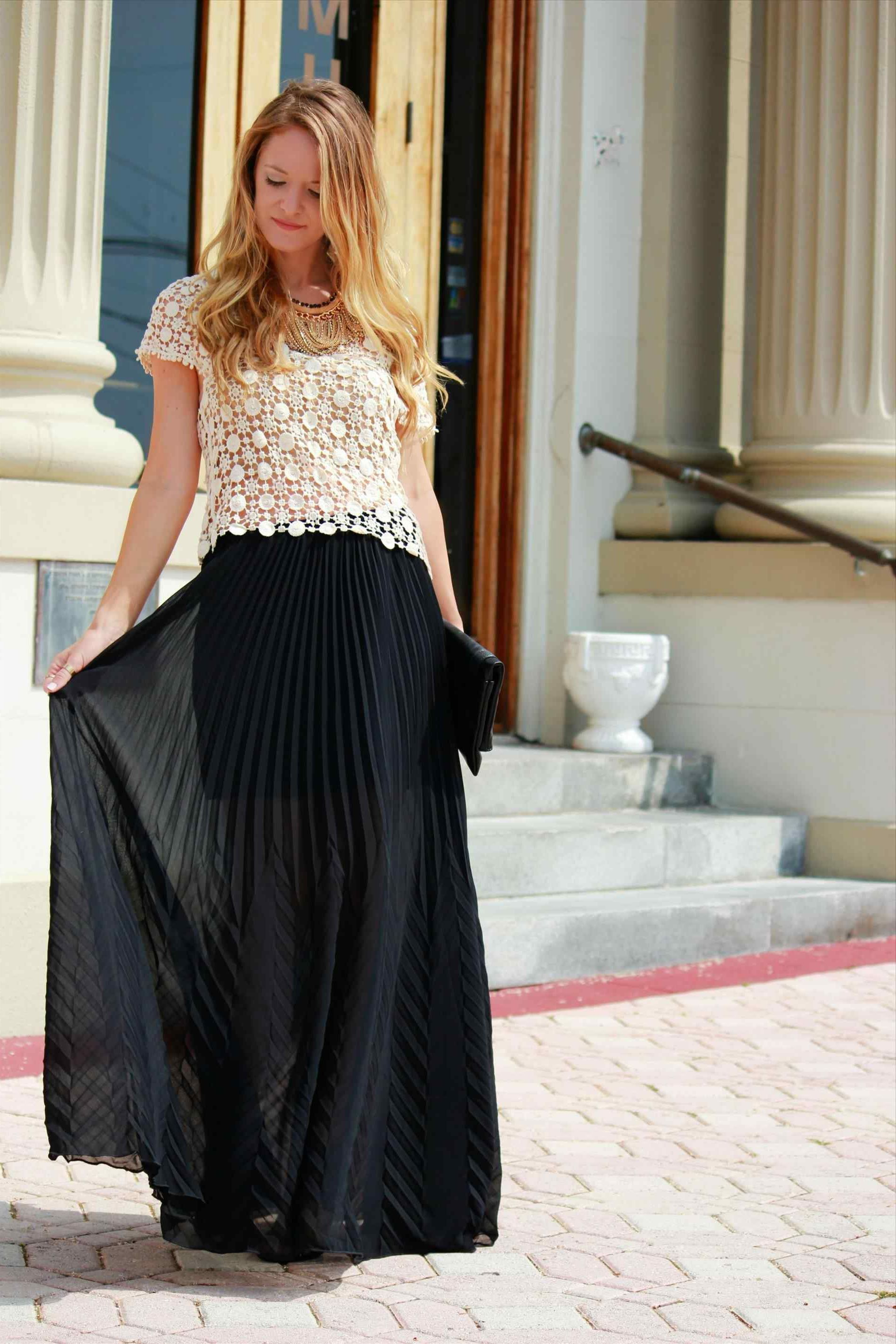 e4221c111ff How To Wear Maxi Skirts Street Style Ideas 2019